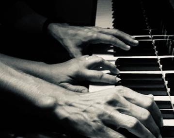 23/11/19 – CROSSING HANDS